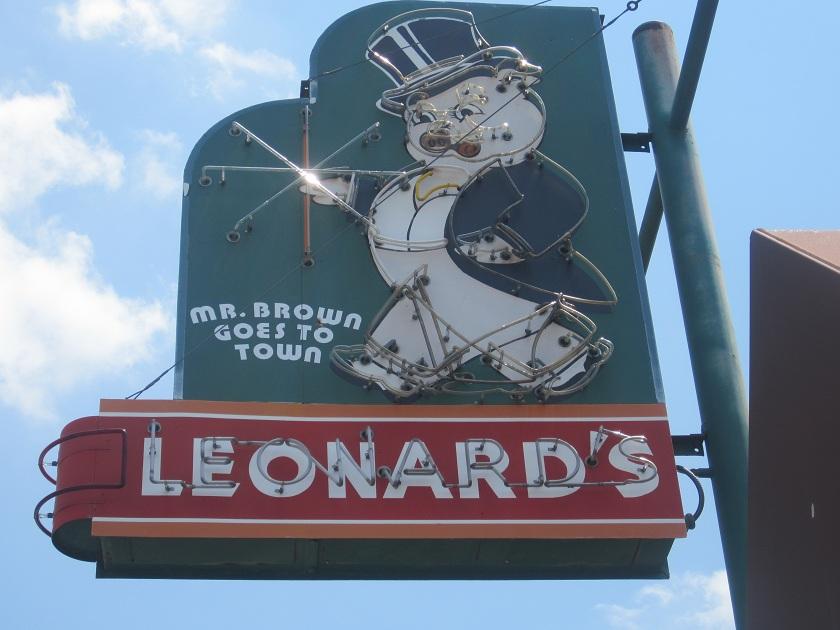 Leonard's Pit Bar-B-Que, MemphisTN