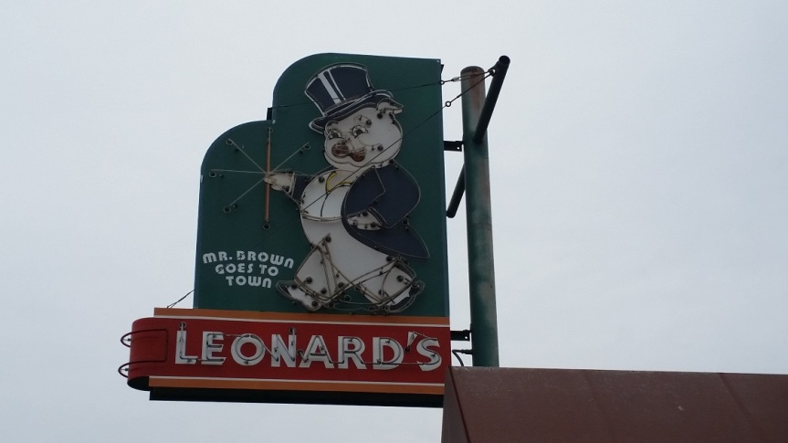 Leonard's Pit Bar-B-Que, Memphis TN (take two)